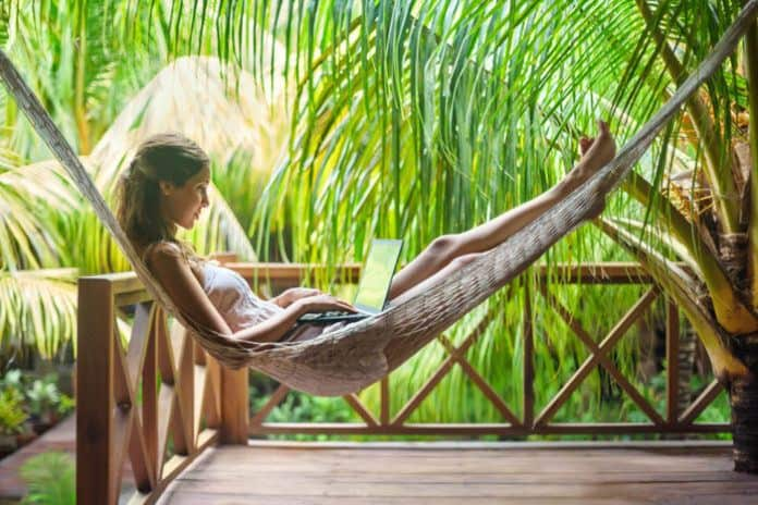 10 Benefits of Working Remotely & Why People Are Addicted