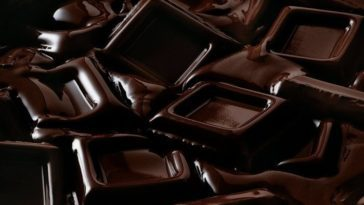 7 Health Benefits of Dark Chocolate for An Epic Physique