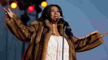 Legendary Soul Singer Aretha Franklin Dies Age 76